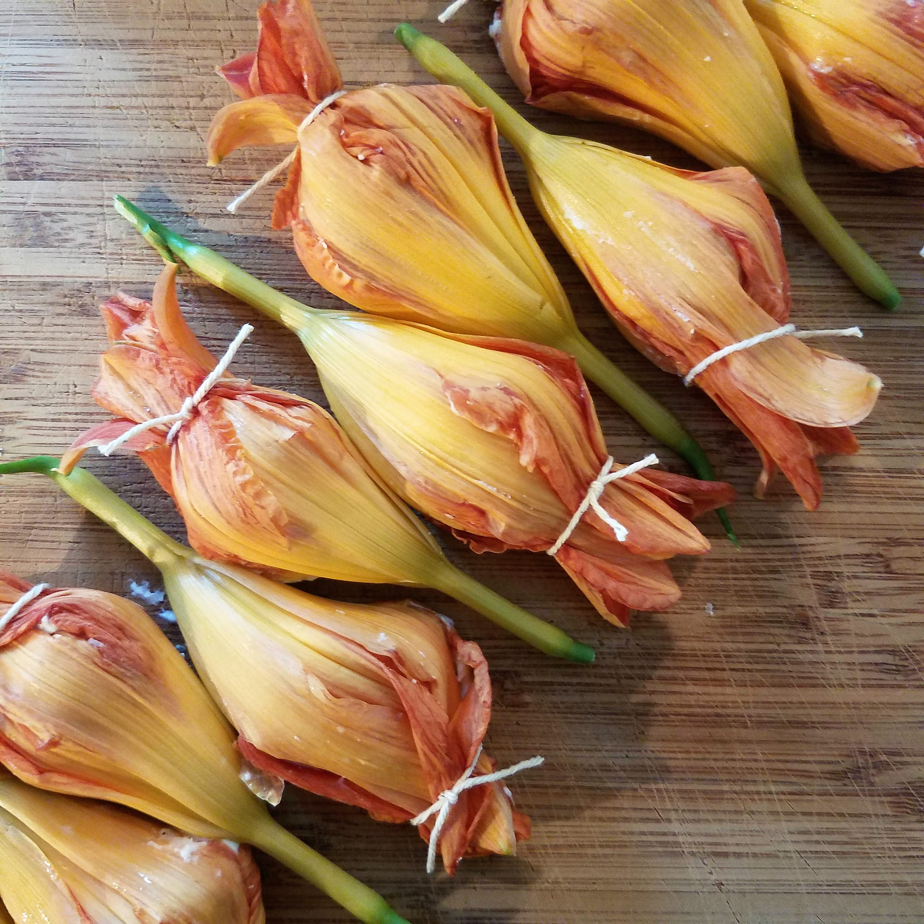 Stuffed day lilies, ready to fry
