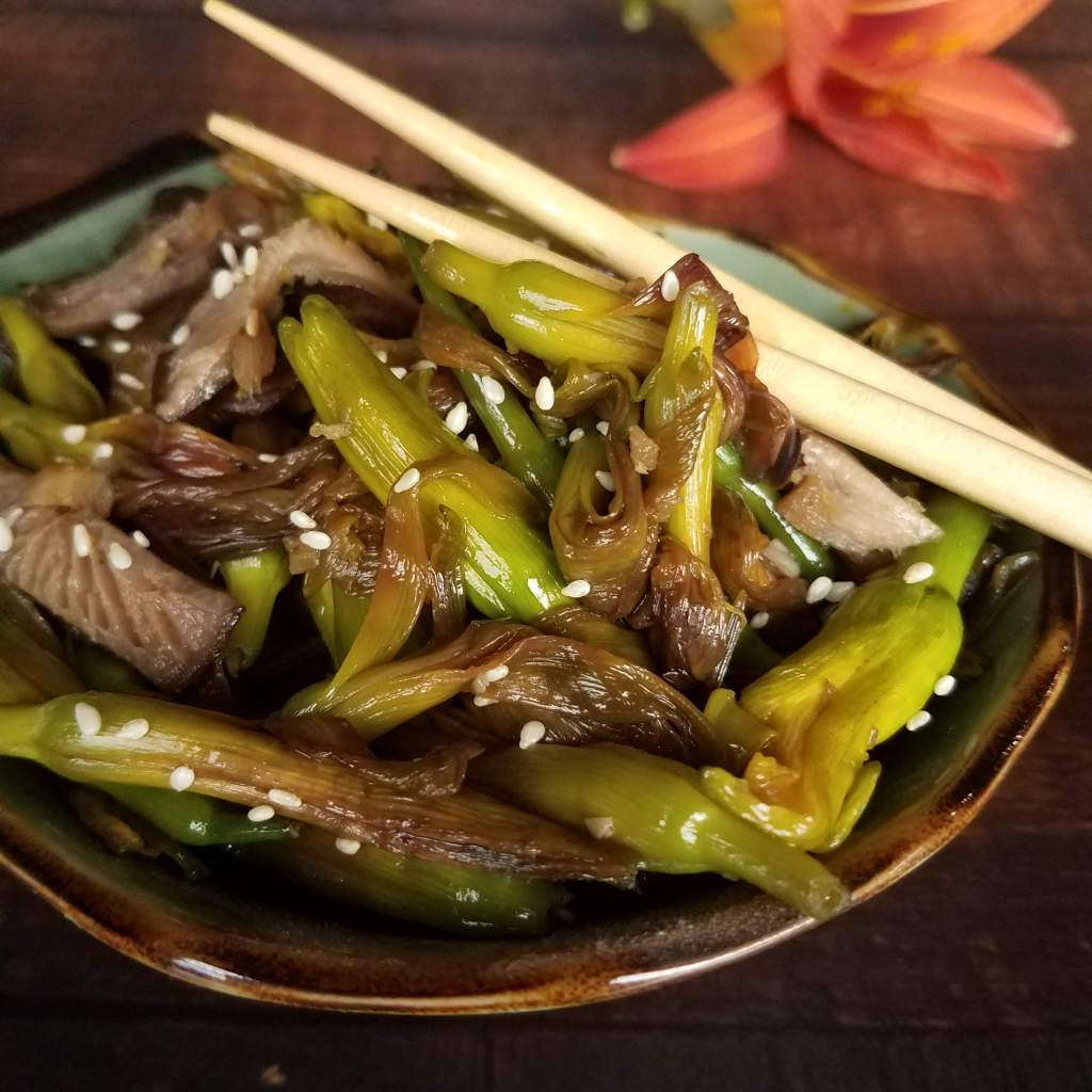 Daylily buds shine in this simple Asian stir fry